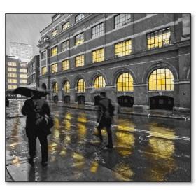 Αφίσα (φθινόπωρο, βροχή, ομπρέλα, πόλη, άνθρωποι, γκρι, κίτρινο)